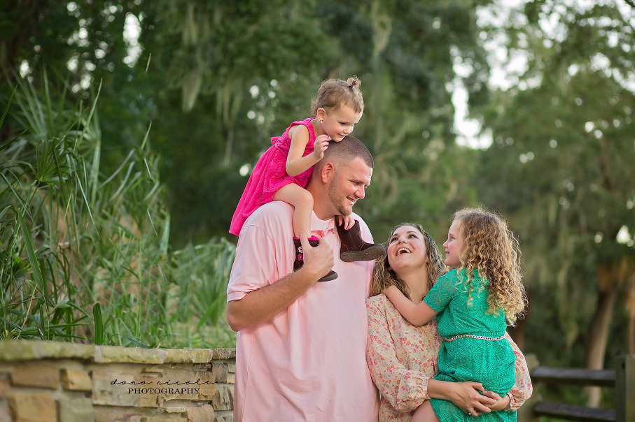 Family of 4 at Philippe Park | Dana Nicole Photography | Tampa, FL