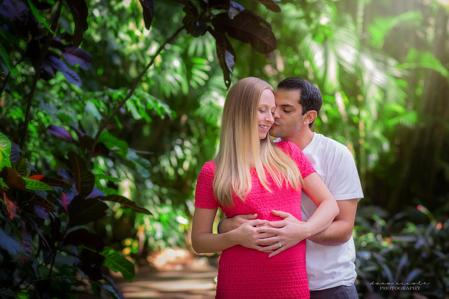 Maternity Photo Session at Sunken Gardens in St. Pete | Dana Nicole Photography | Tampa, FL