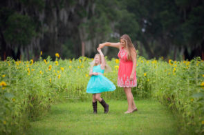 Family Photo Session at Fox Squirrel Corn Maze in Plant City | Dana Nicole Photography | Tampa, FL
