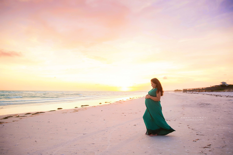 Maternity Photo Session at Honeymoon Island in Dunedin | Dana Nicole Photography | Tampa, FL
