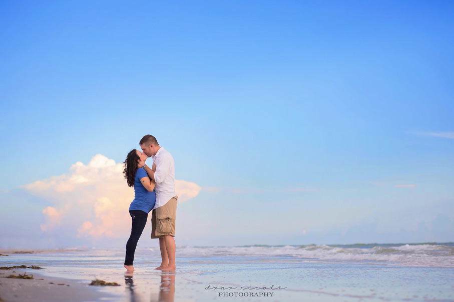 Maternity Photo Session at Redington Beach in St. Pete | Dana Nicole Photography | Tampa, FL