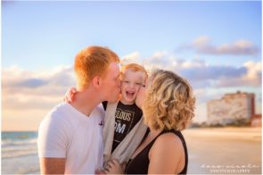 Family Maternity Photo Session at Redington Beach | Dana Nicole Photography | Tampa, FL