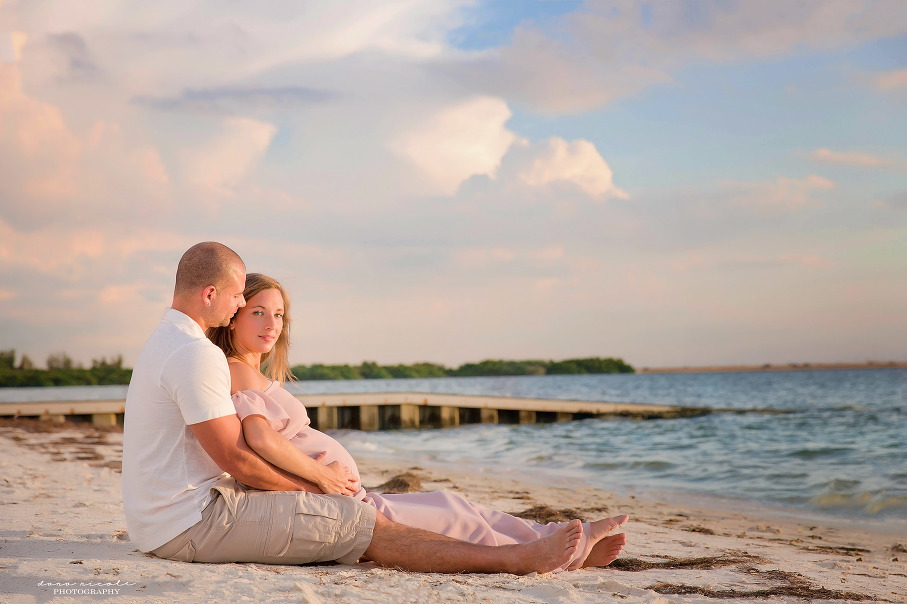 Maternity Photo Session at Cypress Point Park in Tampa | Dana Nicole Photography | Tampa, FL