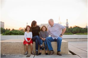 Family Photo Session at Curtis Hixon Park Park in Downtown Tampa | Dana Nicole Photography | Tampa, FL