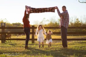 Family Photo Session at E&E Family Farm in Seffner | Dana Nicole Photography | Tampa, FL