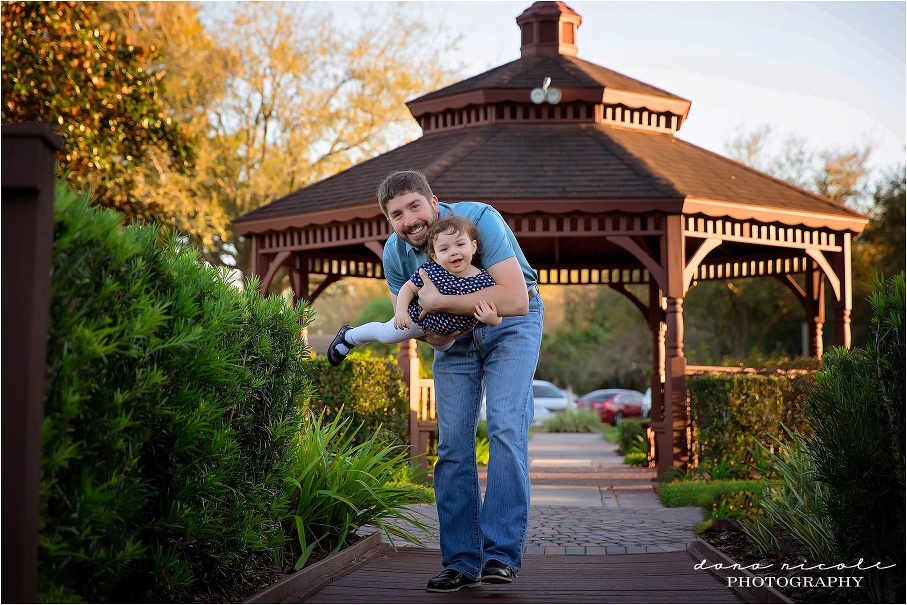 Family Photo Session at Carrollwood Village | Dana Nicole Photography  | Tampa, FL